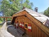 Vorschau Ansicht der Wellness-Hütte bergseitig.